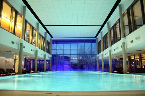 Der Schwimm-Meister der Schwimm-Sauna – Teil 2
